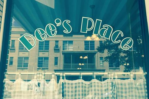 Dee's Place